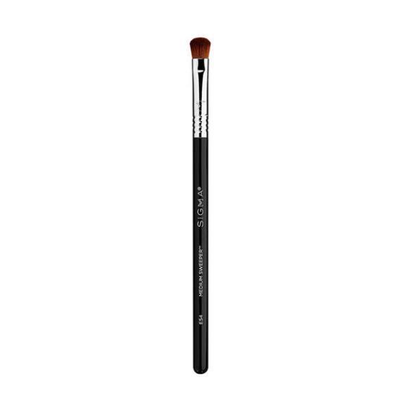 Sigma Beauty E54 Medium Sweeper Brush
